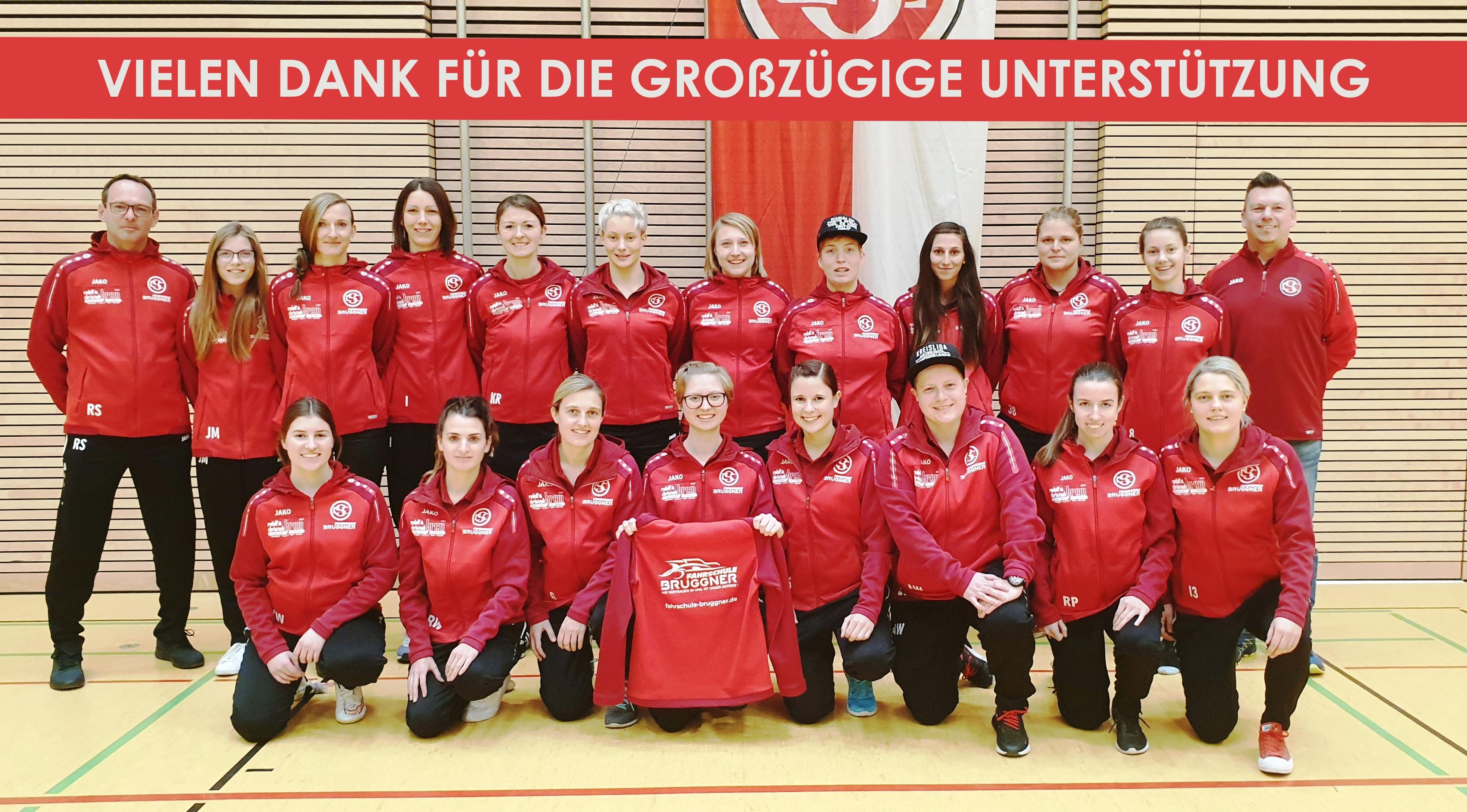 ⚽ Fahrschule Bruggner stattet CSC Frauen Team mit neuen Kapuzenjacken aus